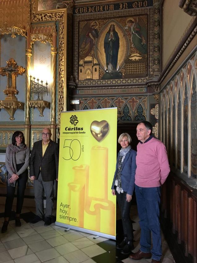Nieto, Mahiques, Boscá y Durà con el cartel conmemorativo